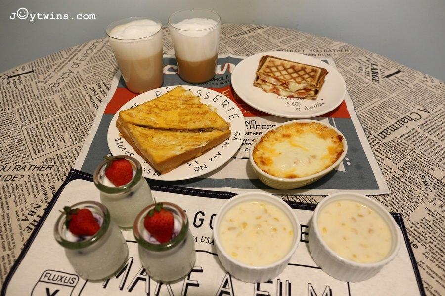 【食譜】高品質的加州乳品讓在家吃早餐美味又有趣!必學六道豪華早餐料理(香蕉法式吐司/熱壓爆漿三明治/玉米濃湯/拿鐵/莓果奶酪/焗烤馬鈴薯)