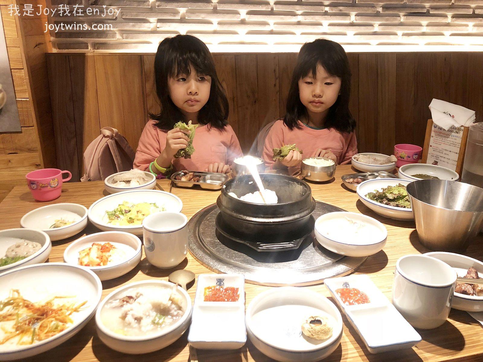 【首爾】明洞美食 來韓國一定要吃烤肉呀! 王妃家烤肉 明洞3店 왕비집 (環境好 中文溝通)