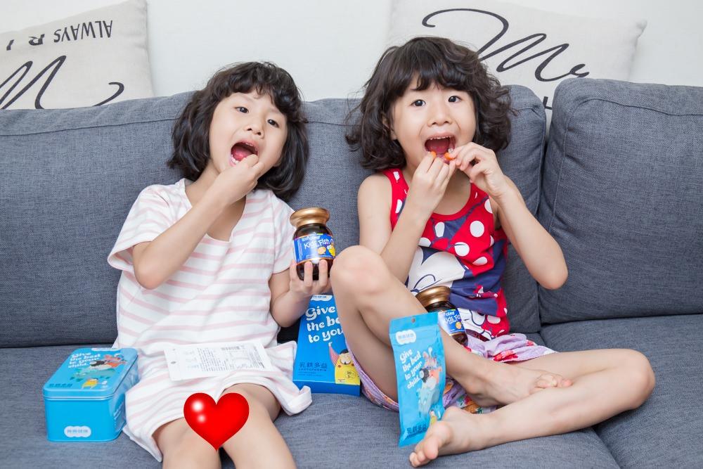 養養健康 乳鐵多益 (像母乳般的乳鐵蛋白防禦力)與  綠芙特級魚油 小魚軟膠囊 (柳橙口味無腥味)  小孩聰明補給 體質養成一等一