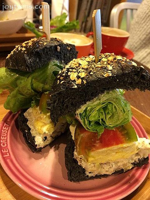 [食記]台南。中西區,超有創意與美味的Curioso street food好奇洋食吧