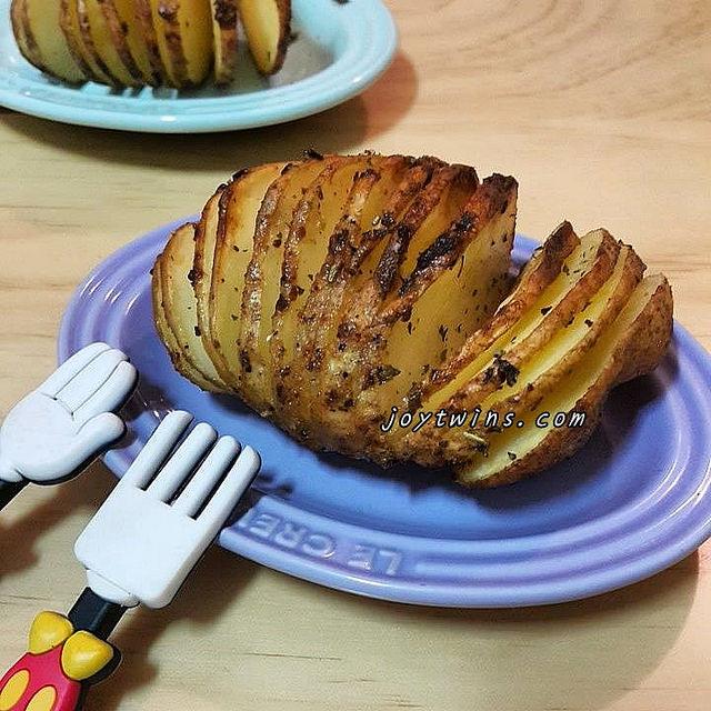 [食譜實作]原來賣相超好,討喜好吃的薄切手風琴馬鈴薯這麼簡單!(使用氣炸鍋)